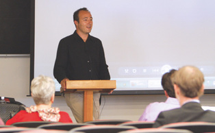 Journalist Damien Cave, a foreign correspondent for the New York Times, spoke Monday on the difficulties of covering last year's earthquake in Haiti. Cave was on assignment in the ravaged country.
