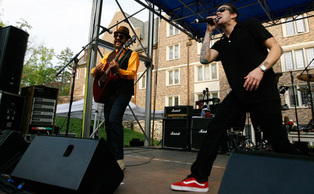 Rock band Sugar Ray headlined the 2011 Old Duke concert. Duke student Edie Wellman and band Cloud 9 also performed on a stage set in the Keohane Amphitheater.