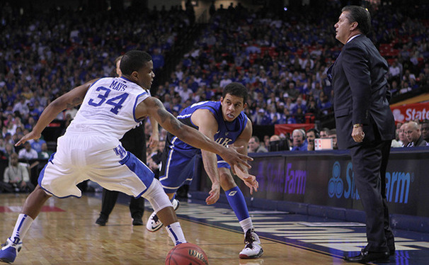 Senior Seth Curry scored 25 points, making all three of his 3-point attempts against Minnesota.