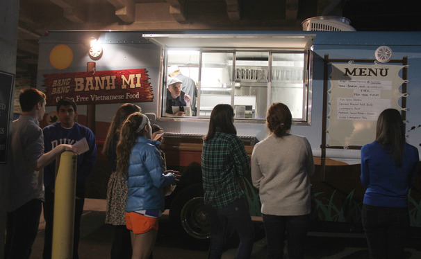 DSUDAC members sample food from Bang Bang Banh Mi food truck.